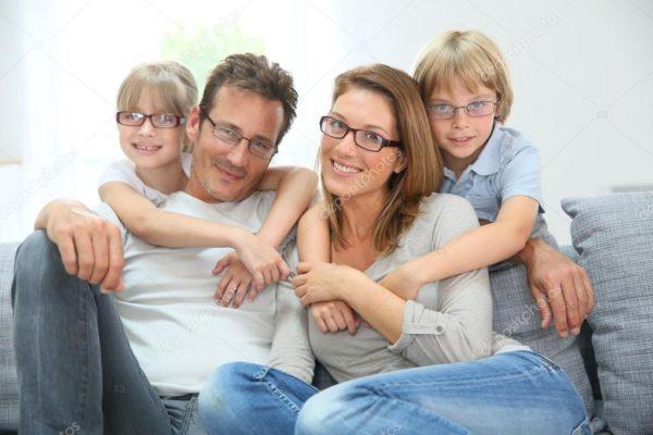 depositphotos_53350637-stock-photo-family-of-four-wearing-eyeglasses